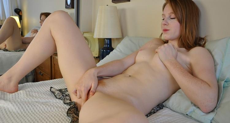Scarlet bringing herself to orgasm