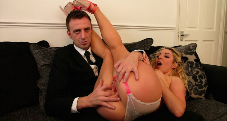 Pascal fingering Victoria Summer's pussy