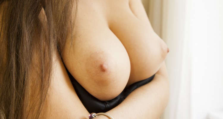 Kendra shows off her perfect tits at Prime Cups