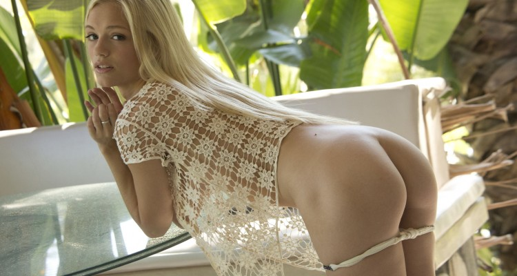 Petite blonde beauty teases us with her ass