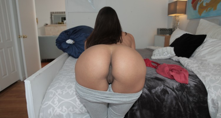 He offered his maid some money to show her ass