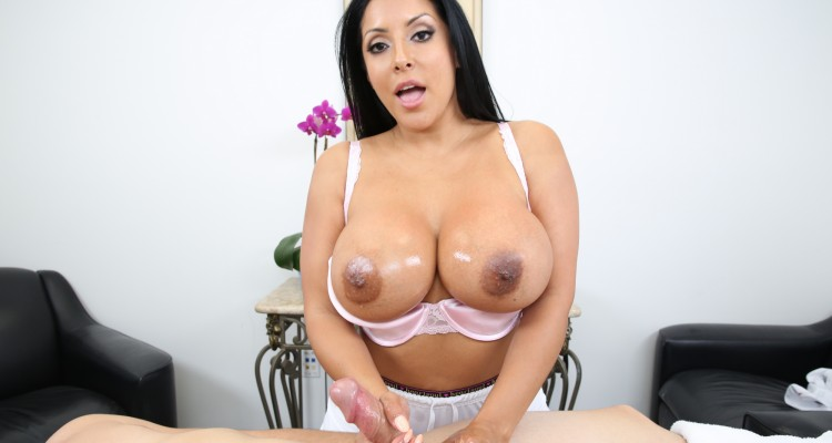 Kiara Mia gives a mean handjob