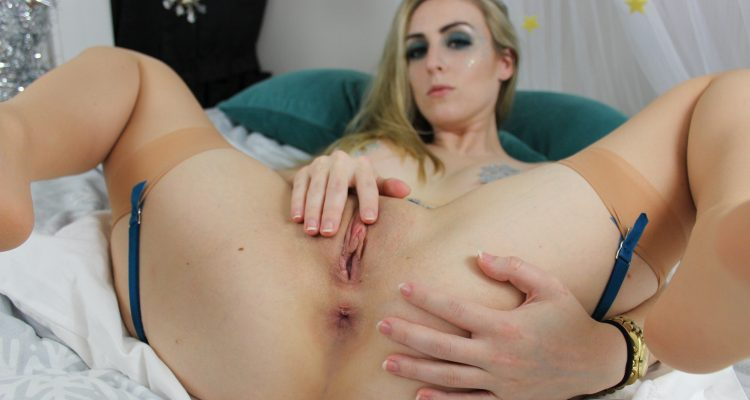 CeCe spreads her legs open for sex